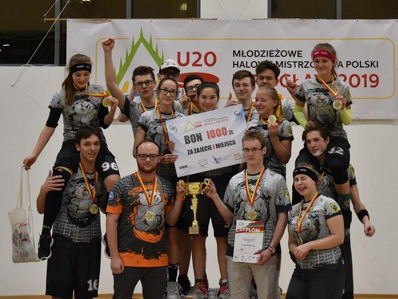 Niesamowita dramaturgia i emocje w finale! Młode Bobry z Dopiewa zdobyły złoty medal Młodzieżowych Halowych Mistrzostw Polski.